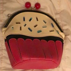Cupcake clasp purse